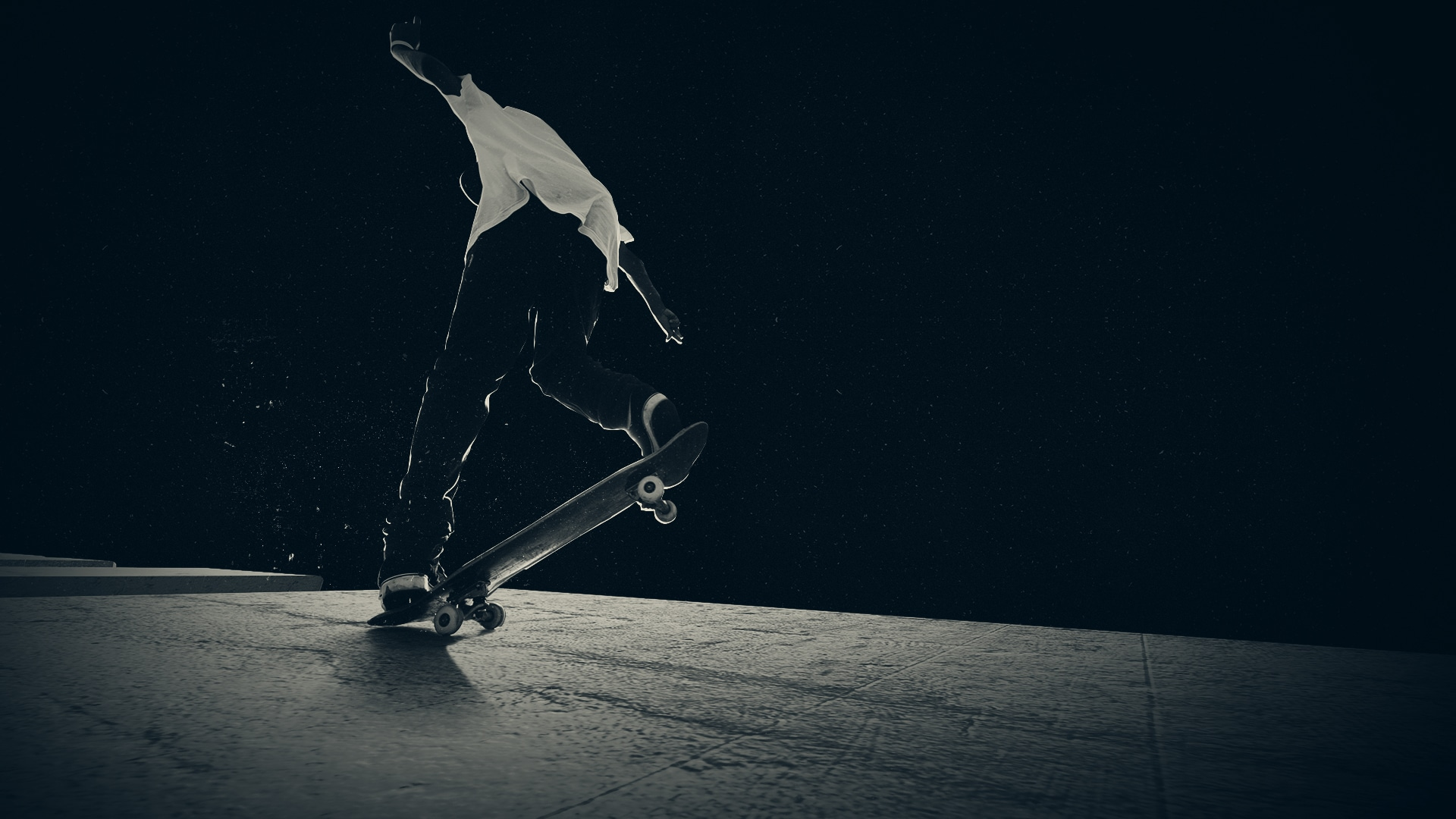 Jeune homme sur un skateboard réalisant une figure
