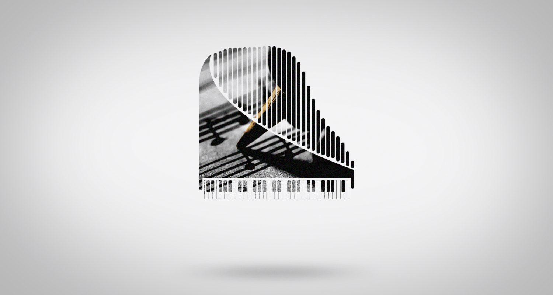 Silhouette de piano avec un crayon qui écrit des notes de musique