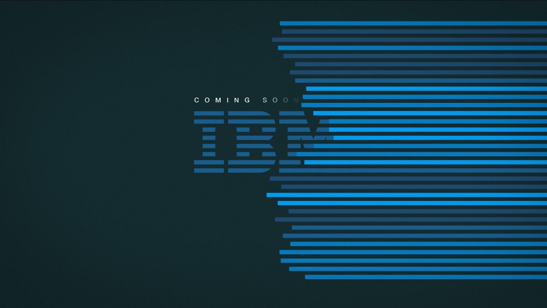 Le voile bleu révèle le logo IBM