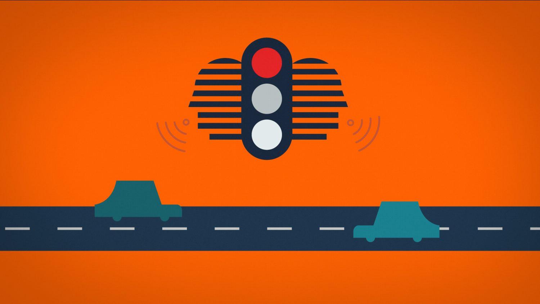 Les feux de circulation adressent des messages vocaux aux voitures bleu en circulation